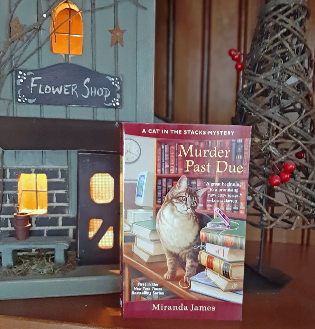 Miranda James – Murder Past Due (A Cat In the Stacks Mystery)